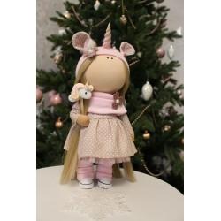 Куколка с единорогом